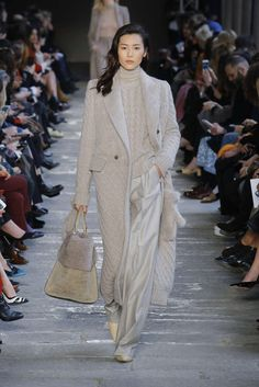 Max Mara Fall-winter - Ready-to-Wear Office Fashion, Business Fashion, Fashion Week, Fashion 2017, Runway Fashion, Womens Fashion, Business Attire, Petite Fashion, Street Fashion