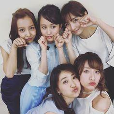 Acchan with Tomochin, Mariko, Yuko, and Takamina.