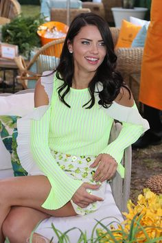 Imagen de Adriana Lima, hairstyle, and fashion