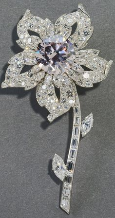 Queen Victoria's Williamson brooch with pink diamond center