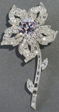 Rare pink diamond. The Williamson Brooch. Queen Elizabeth II. I so love brooches!