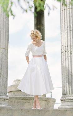 Grace- 50er Jahre tea-length Brautkleid mit V-Ausschnitt und 3/4 Ärmeln und Gürtel in altrosé