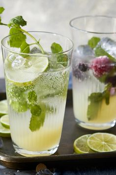 A mocktail worth drinking! Skip the hangover this year. Orange Recipes, New Recipes, Cooking Recipes, Drink Recipes, Cooking Tips, Mojito Mocktail, Mojito Recipe, Christmas Party Food, Christmas Recipes