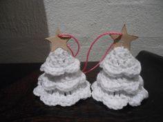 Mig og Maya: Opskrift på hæklede juletræer Tutorial Needs tranlate •★•Teresa Restegui http://www.pinterest.com/teretegui/•★•