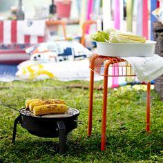 Stehst du im Sommer auch lieber am Grill als in der Küche? Bei IKEA gibt es alles, was du für große und kleine Grillfeste brauchst.