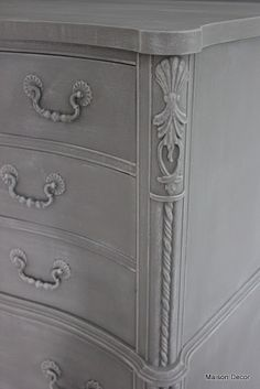 Annie Sloan™ French Linen with a decorative finish of dry brushing over the French Linen using a 50/50 mix with FL and Old White Chalk Paint™.
