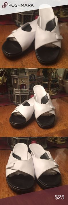 Clarks White and Black Sandals Sz 8 1/2 preowned This is a preowned pair of Clarks white and black sandals from my personal collection. Please see pictures for details, gently used. I live in a smoke free environment thank you for stopping by. Clarks Shoes Sandals