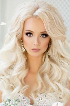 Vintage Hairstyles With Bangs - Your long hair with bangs will look fabulous when styled properly. And we have pictures and some pieces of advice for you to learn how to style your hair. Long Thin Hair, Long Hair With Bangs, Long Hair Cuts, Big Hair, Vintage Hairstyles, Hairstyles With Bangs, Trendy Hairstyles, Wedding Hairstyles, Long Hair Wedding Styles