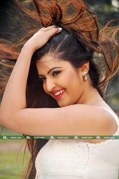 Beautiful Girl Photo, Beautiful Girl Indian, Most Beautiful Indian Actress, Beautiful Saree, Indian Bollywood Actress, Beautiful Bollywood Actress, Beautiful Actresses, Women Looking For Men, Girl Celebrities