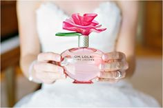Love the bottle. It is so unique! Would you wear Oh Lola! by Marc Jacobs on your wedding day? ..