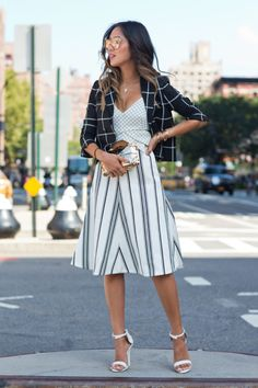 song-of-style-checked-blazer-stripe-skirt - New York Fashion Week Fashion Blogger Style, Work Fashion, Fashion Week, Mélanger Les Impressions, Song Of Style, My Style, Jessica Parker, Estilo Blogger, Inspiration Mode