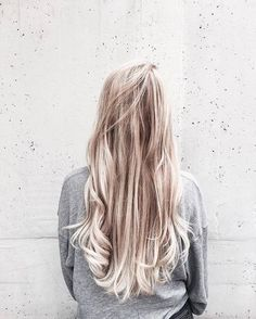 long messy hairstyles | loose | small curls | natural | curly | waves | wavy | ombre | blonde