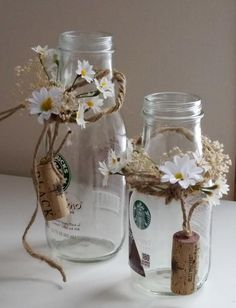 [Rustic Wedding table decorations daisy Centerpieces by AmoreBride Rustikale Hochzeit Tischdekoration Daisy Centerpieces von AmoreBride Simple Bridal Shower, Bridal Shower Flowers, Wedding Shower Favors, Bridal Shower Centerpieces, Bridal Shower Rustic, Wedding Table Decorations, Rustic Wedding, Wedding Burlap, Wine Bottle Crafts