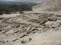 Cerro Sechín o Sechín de las Estelas, está ubicado en la provincia de Casma del departamento de Áncash, en el Perú, a una altura de 90 msnm (metros sobre el nivel del mar) y a cinco km de la ciudad de Casma, capital de la provincia, cerca de la confluencia de los ríos Sechín y Casma. Fue descubierta por el arqueólogo peruano Julio César Tello en 1937.