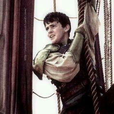 Edmund Voyage of the Dawn Treader Chronicles Of Narnia, Lunar Chronicles, Edmund Narnia, Skandar Keynes, Edmund Pevensie, Georgie Henley, Fairytale Fashion, Cs Lewis, Movie Tv
