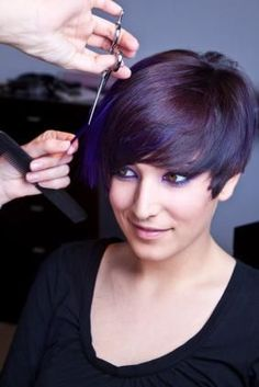 15 Fantastic Short Layered Haircuts Do you want to give yourself a haircut that will always look stylish and trendy for this season? I bet the short layered haircuts will be your ideal o. Short Layered Bob Haircuts, Edgy Haircuts, Girl Haircuts, Hairstyles Haircuts, Trendy Hairstyles, Asymmetrical Haircuts, Layered Bobs, Teenage Hairstyles, Medium Layered