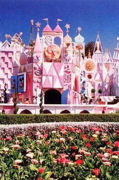 It's a Small World Ride, Disneyland California Disneyland Vintage, Small World Disneyland, Disney World Fl, Disneyland California, Disney California Adventure, Disneyland Rides, Walt Disney, Disney Time, Disney Fun