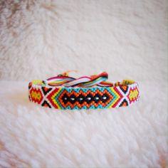 Bracelet d'amitié prêt à être expédier Broderie par rebeccaderas, $10.00