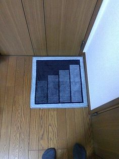 Dragon Quest Carpet which designed the icon of stairs / ドラゴンクエストの階段をデザインした敷物