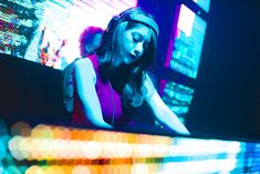 Christmas Night at Wonderland, Liab Tang Duan Ramindra Photo Background Images, Photo Backgrounds, Girl Dj, Christmas Night, Night Club, Edm, Parties, Pictures, Fiestas
