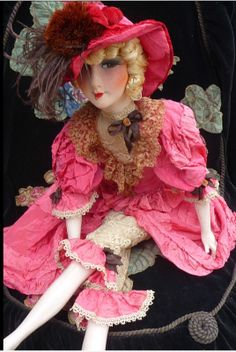 Oh la la! Une belle mademoiselle vêtue d'une robe rose vif! From an incredible collection in France!