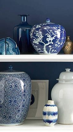 #blue and #white floral porcelain jars http://rstyle.me/n/e5g9yr9te