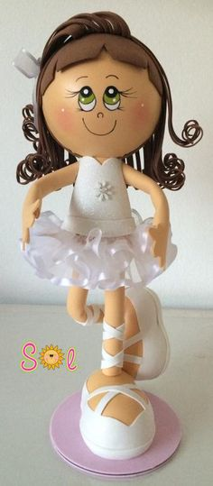Sol... Artes em EVA: Bailarinas...                                                                                                                                                     Mais Diy Crafts For Gifts, Foam Crafts, Arts And Crafts, Cold Porcelain, Porcelain Ceramics, Doll Face Paint, Fondant Figures Tutorial, Ballerina Party, Ceramic Animals