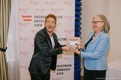 Nathan beim Empfang in der österreichischen Botschaft