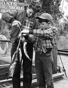 """"""" Tony Dow, Jerry Mathers Get premium, high resolution news photos at Getty Images 70s Tv Shows, Old Shows, Jerry Mathers, Tony Dow, Rockabilly Outfits, Rockabilly Clothing, Leave It To Beaver, Abc Photo, Vintage Television"""
