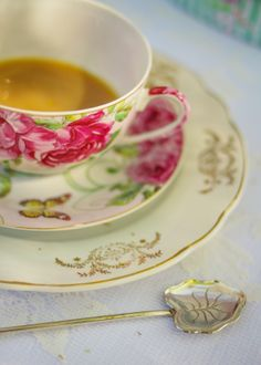~love mixing teacup patterns for a tea party~