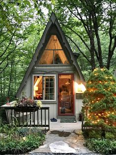 🌟Tante S!fr@ loves this📌🌟Riverwood Chalet - circa an A-Frame on the Middle Fork of the New River Tiny House Cabin, Tiny House Living, Tiny House Design, Cabin Homes, Cozy House, A Frame Cabin, A Frame House, Little Cabin, Little Houses