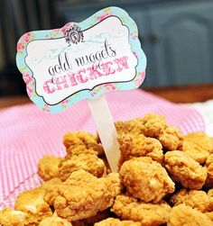 Cute idea for sheriff Callie themed party Sheriff Callie Birthday, Rodeo Birthday, 3rd Birthday, Birthday Party Menu, Horse Birthday Parties, Birthday Ideas, Theme Parties, Rodeo Party, Cowgirl Party Food