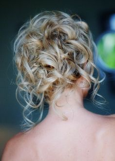 curly+wedding+updos,+curly+wedding+hairstyles,+wavy+wedding+hair+-+curly+wedding+updo