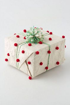 Pompom wrapping paper cute and super easy to do. Need: brown wrapping paper, glue gun, pompoms, and colored ribbon or twine Wrapping Ideas, Present Wrapping, Creative Gift Wrapping, Creative Gifts, Diy Gifts, Handmade Gifts, Holiday Gifts, Christmas Gifts, White Christmas