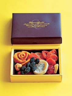「ベニマン」の「ドライフルーツ プレミアムBOX」 Tea Packaging, Food Packaging Design, Sweet Box, Japanese Sweets, Box Design, Gourmet Recipes, Decorative Boxes, Food And Drink, Fruit