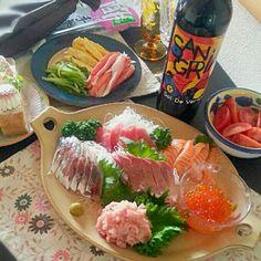今日は旦那さんのバースデイパーティ♡ 手巻き寿司が食べたいとの╰(*´︶`*)╯♡ 刺身の盛り付け頑張れた♬ - 50件のもぐもぐ - 手巻き寿司♡ by susanaki Sushi Love, My Sushi, Sushi Pictures, Sushi Donuts, Sushi Burger, Scallion Pancakes, Miso Soup, Orange Chicken, Tempura