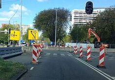 2-May-2015 12:44 - WEER FLINKE BOTSING BIJ WERKZAAMHEDEN. Ter hoogte van de werkzaamheden op de Kardinaal de Jongweg in Utrecht heeft vannacht opnieuw een ernstig ongeval plaatsgevonden. Daarbij is de bestuurder van een van de twee betrokken auto's gewond geraakt en naar het ziekenhuis gebracht. Beide auto's werden total loss afgevoerd...