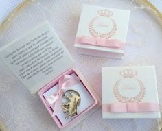 Lembrancinha_maternidade_nascimento_menina_princesa_chaveiro_lembrancas_especiais Happy Day, Pink And Gold, Happy Birthday, Ribbons, Ideas Para, Showers, Creative, Frame, Party Favors