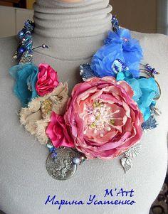 Flower necklace. Textile.