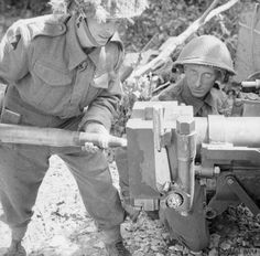 Men of Warwickshire Regiment loading a anti-tank gun at Beuville, north of Caen, 20 June 1944 D Day Ww2, Ww2 Pictures, Ww2 Photos, D Day Normandy, Canadian Soldiers, D Day Landings, British Armed Forces, Caen, Man Of War