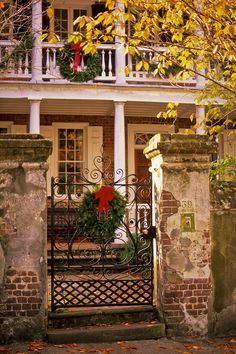 Christmas Wreaths, Church Street, Charleston, SC!!! Bebe'!!! Beautiful old Southern home decorated for the holidays!!!