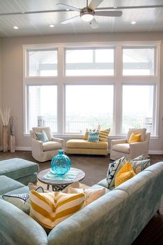 House Of Turquoise: Four Chairs Furniture Cadence Homes   Day 1 Fenster,  Wohnzimmer,