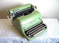 Love vintage typewriters!