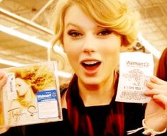 Taylor at midnight of November 11, 2009 buying Fearless. #5yearsofFEARLESS