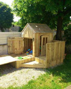 Pallet Playhouse - diy pallet kids playhouse with installed sandbox