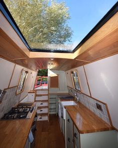 Is it really possible to live on a houseboat?different types of houseboats that are commonly used as fulltime dwellings of vacation homes. Sailboat Living, Living On A Boat, Tiny House Living, Narrowboat Interiors, House Boat Interiors, Canal Boat Interior, Houseboat Living, Van Interior, Boat Stuff