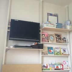 hiroさんの、絵本棚,DIY,ディアウォール棚,テレビ壁掛け,壁/天井,のお部屋写真