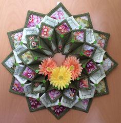 Fold'n stitch wreath von CountryInspireCreate auf Etsy
