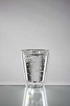 Mittelgroßes gerades Wasserglas mit einer Füllmenge von 170 ml kann natürlich auch als Kaffeeglas verwendet werden.