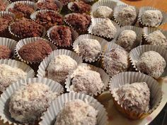 two different varieties of slimming world ferrero rocher white chocolate and milk chocolate astuce recette minceur girl world world recipes world snacks Slimming World Deserts, Slimming World Puddings, Slimming World Tips, Slimming World Recipes Syn Free, Slimming Eats, Ferrero Rocher, Options Hot Chocolate, White Chocolate, Slimmimg World